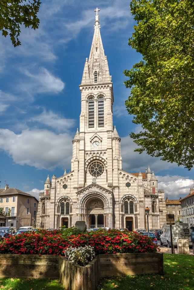 Façade de la Cathédrale Place St Arnoux